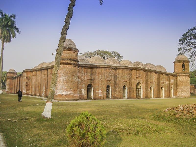 Arkitektur-av-historisk-sextio-kupol-moské-bagerhat-Bangladesh royaltyfri foto