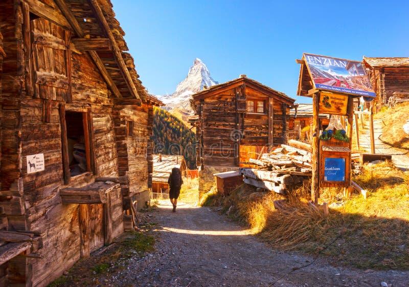 Arkitektur av Schweiz nära Matterhorn arkivfoto