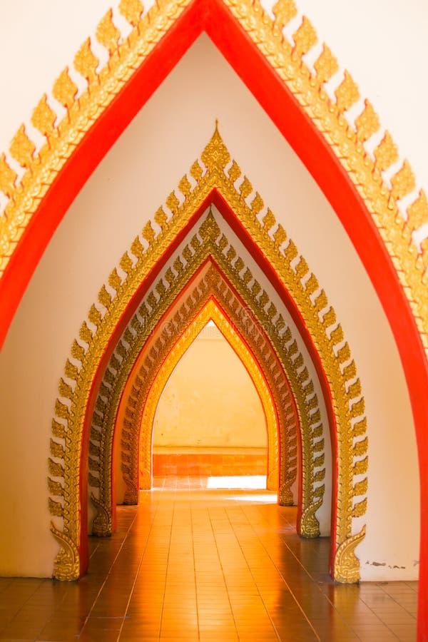 Arkitektur i den thai templet royaltyfria foton