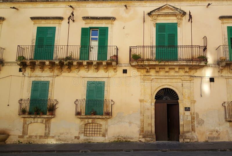 Arkitektur i Noto Italien arkivbild