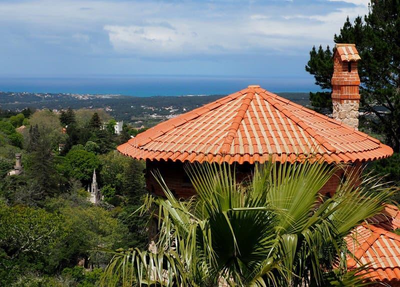 Arkitektur i Sintra Portugal röda Clay Tiled Roof royaltyfri bild