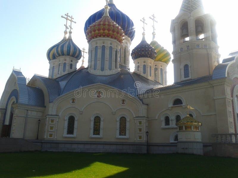 Arkitektur monument, tempel, tro i guden, kupoler arkivfoto