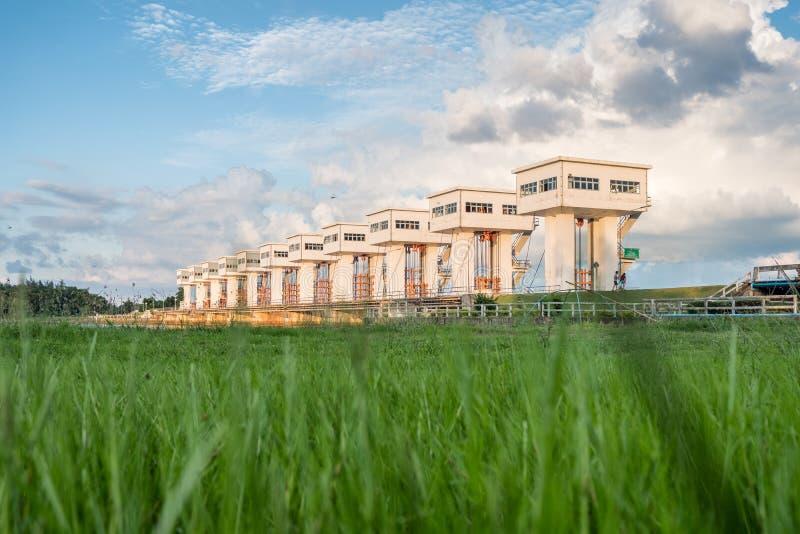 Arkitektur som bygger härlig ove för Utho Wipat prasitdammluckor royaltyfri bild