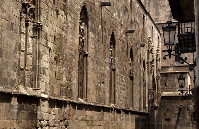 Arkitekturdetaljer av den gotiska fjärdedelen i Barcelona arkivfoto