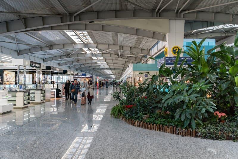 Arkitekturinre inom av Dalian Zhoushuizi den internationella flygplatsen i Kina royaltyfri bild