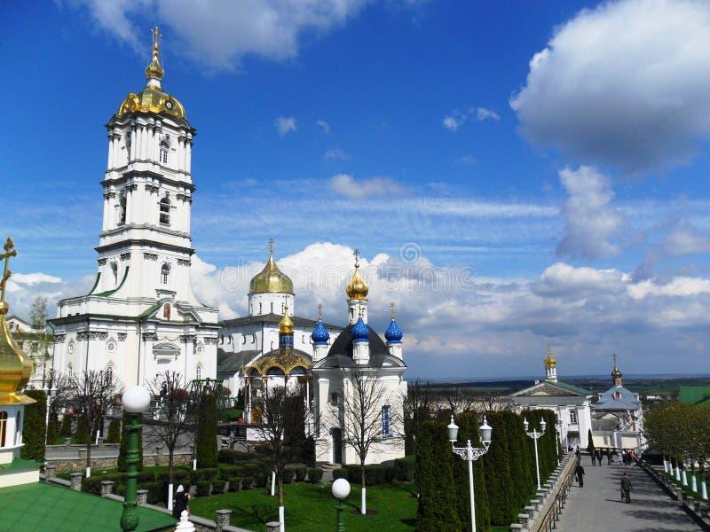 ArkitekturPochaiv religion västra Ukraina royaltyfri fotografi