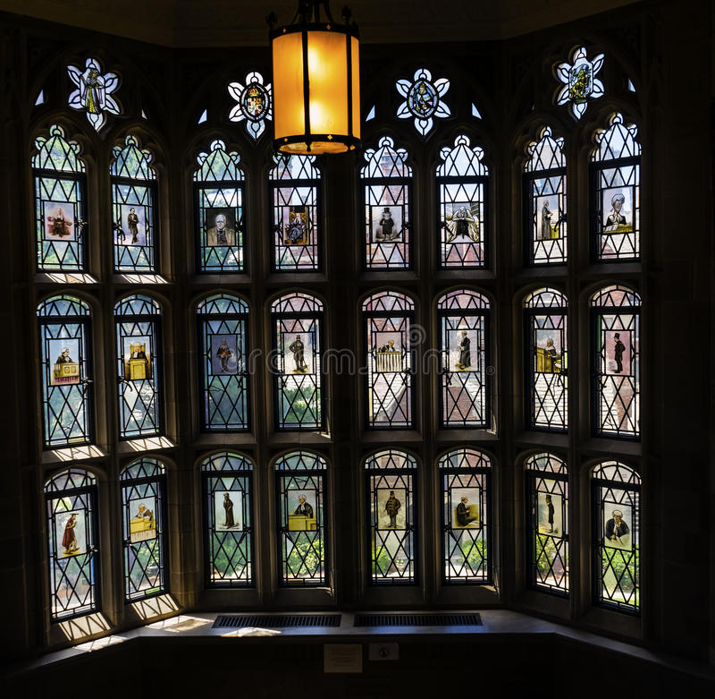 Arkiv för lag för målat glassfönster Yale University New Haven Connecticut royaltyfri bild