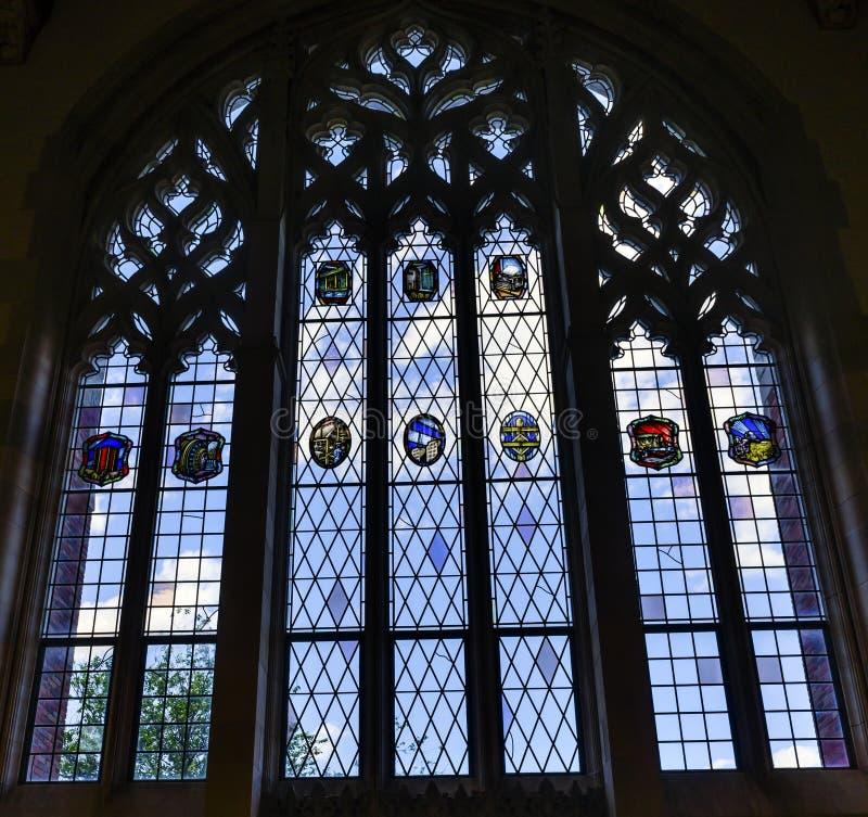 Arkiv för lag för målat glassfönster Yale University New Haven Connecticut arkivbild