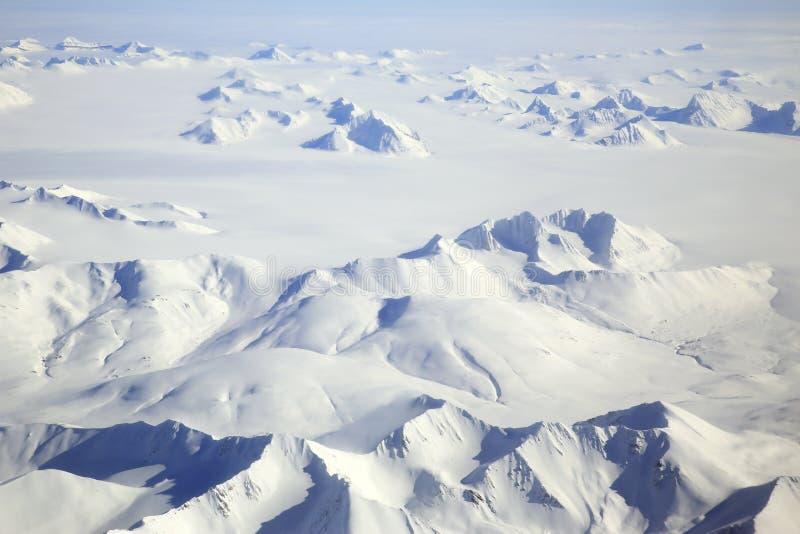 Arktische Landschaftsantenne Svalbards lizenzfreies stockbild