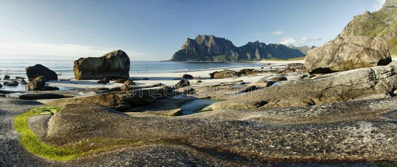 Arktischer Landschaft-Uttakleiv-Strand, Lofoten-Inseln II lizenzfreie stockfotos