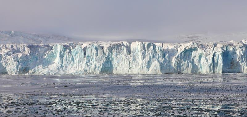 Arktisk glaciär royaltyfria bilder
