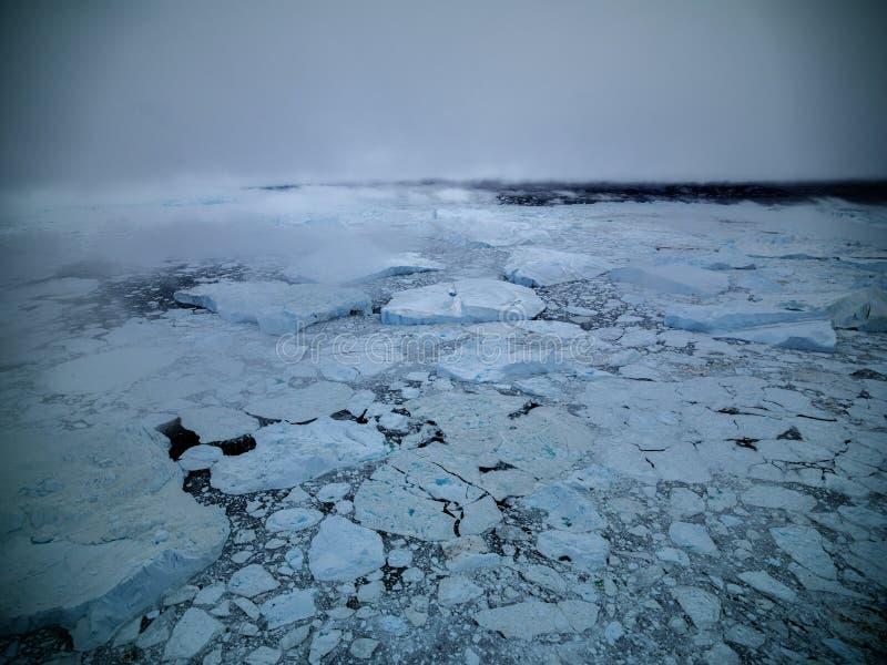 Arktiskt isberg i Ilulissat i det arktiska havet arkivfoton