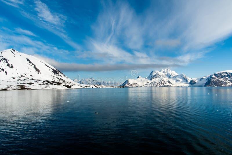 Arktiskt landskap, Svalbard ö, Norge 2018 royaltyfria bilder
