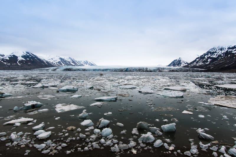 Arktiskt landskap, Svalbard ö, Norge 2018 arkivbild