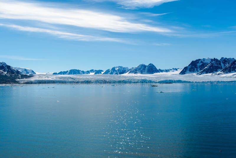 Arktiskt landskap, Svalbard ö, Norge 2018 arkivfoton