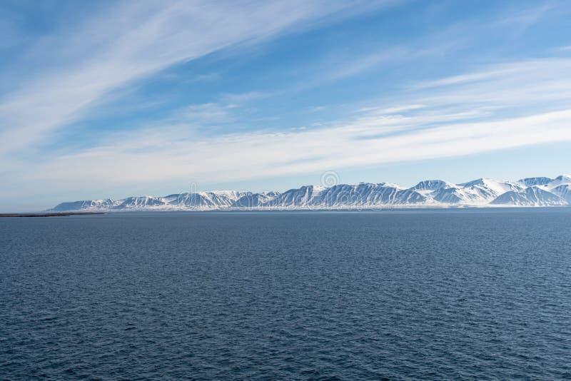 Arktiskt landskap, Svalbard ö, Norge 2018 royaltyfri bild