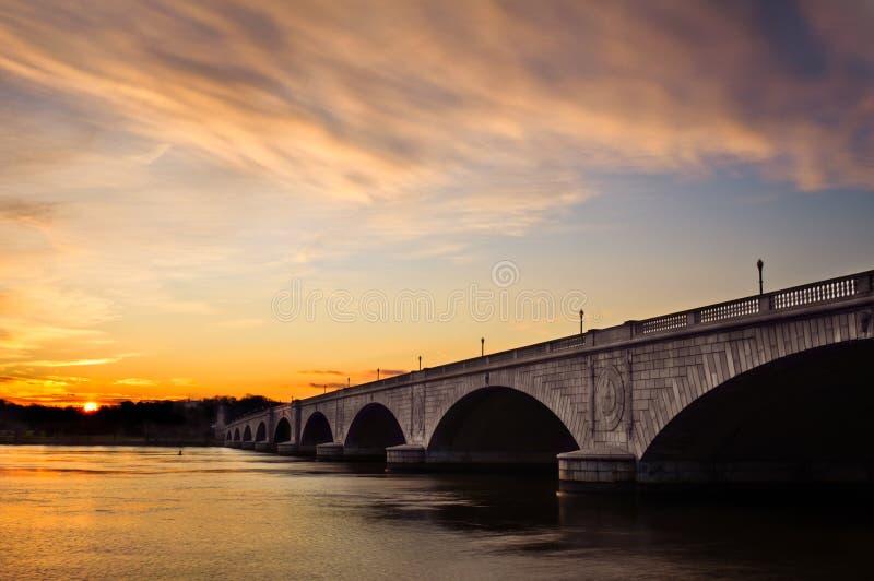 Arlington Herdenkingsbrug bij Zonsondergang stock foto's
