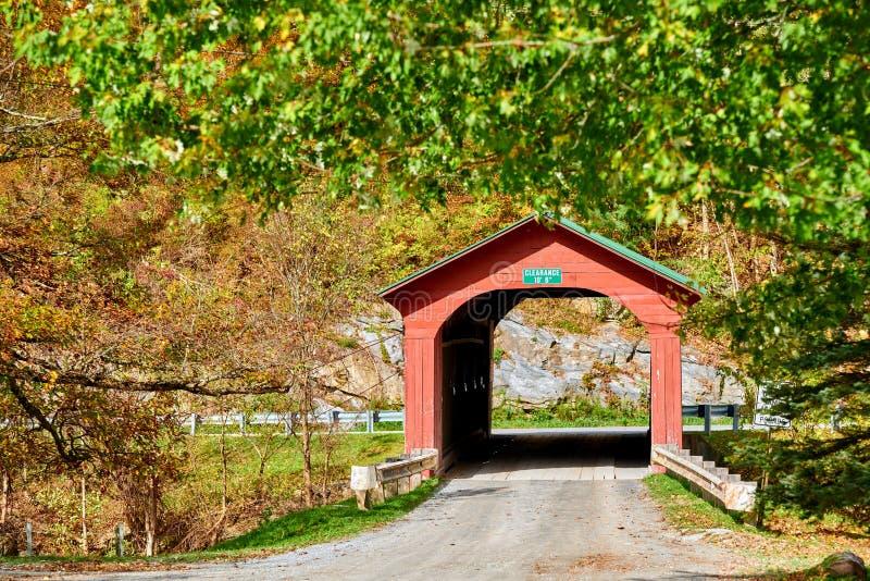 Arlington täckte bron i Vermont royaltyfri fotografi