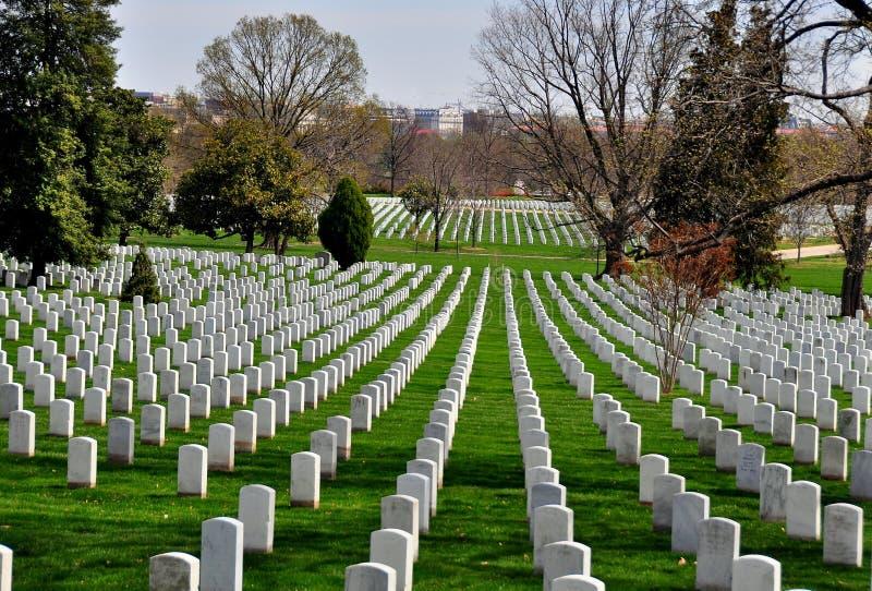 Arlington, VA: Militärgräber an Arlington-nationalem Friedhof stockbild