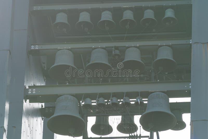 Arlington, Virginia - sluit omhoog van de klokketorenklokken bij de Carillon van Nederland, een 127 voet lange staaltoren binnen royalty-vrije stock afbeelding