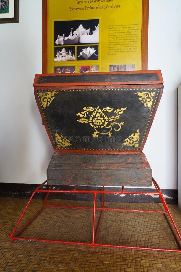 Armário do norte de Tripitaka do estilo em Wat Pong Sanuk Temple no La fotografia de stock royalty free