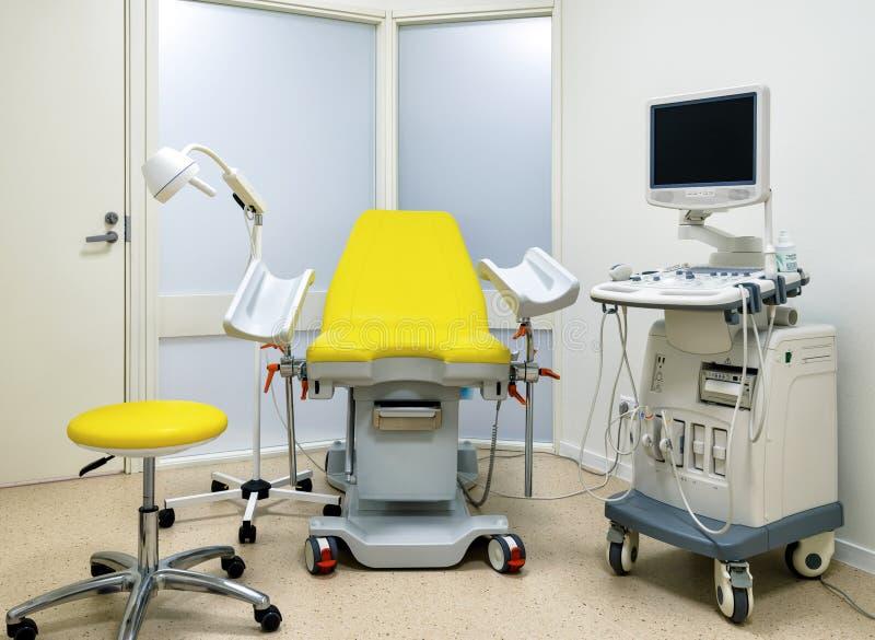 Armário Gynecological com equipamento fotos de stock