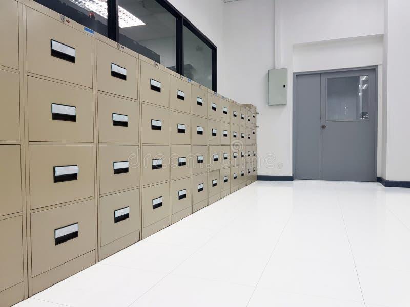 Armário para o armazenamento do original O arquivo é ficado situado no th imagens de stock royalty free