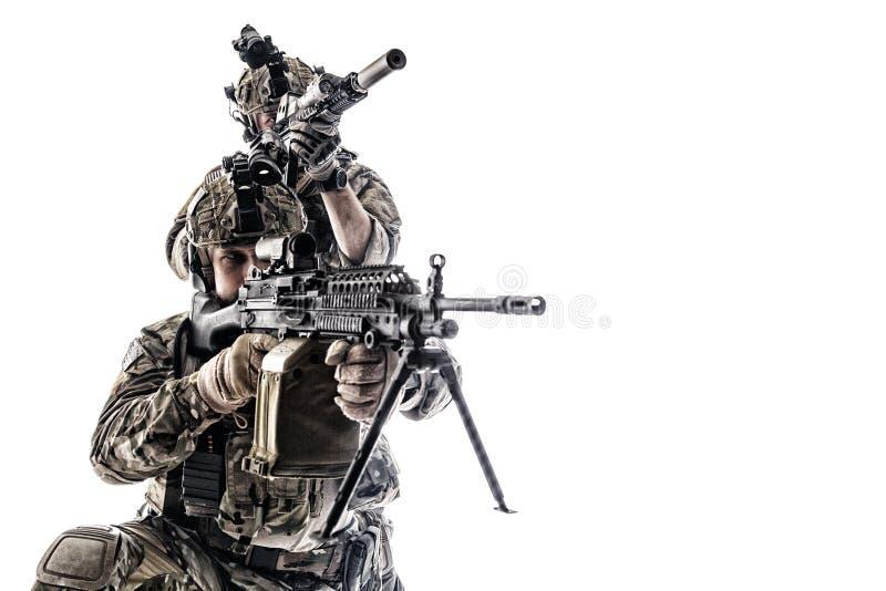 Armékommandosoldater i fältlikformig arkivfoto