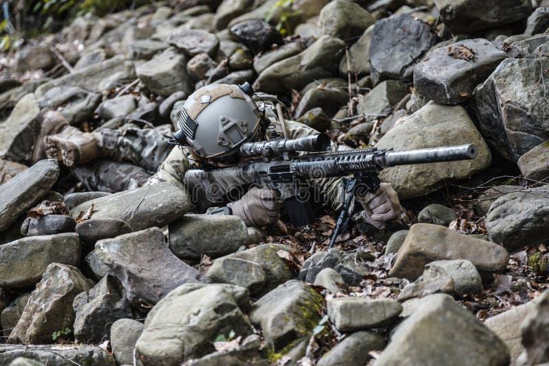 Armékommandosoldatprickskytt royaltyfria foton