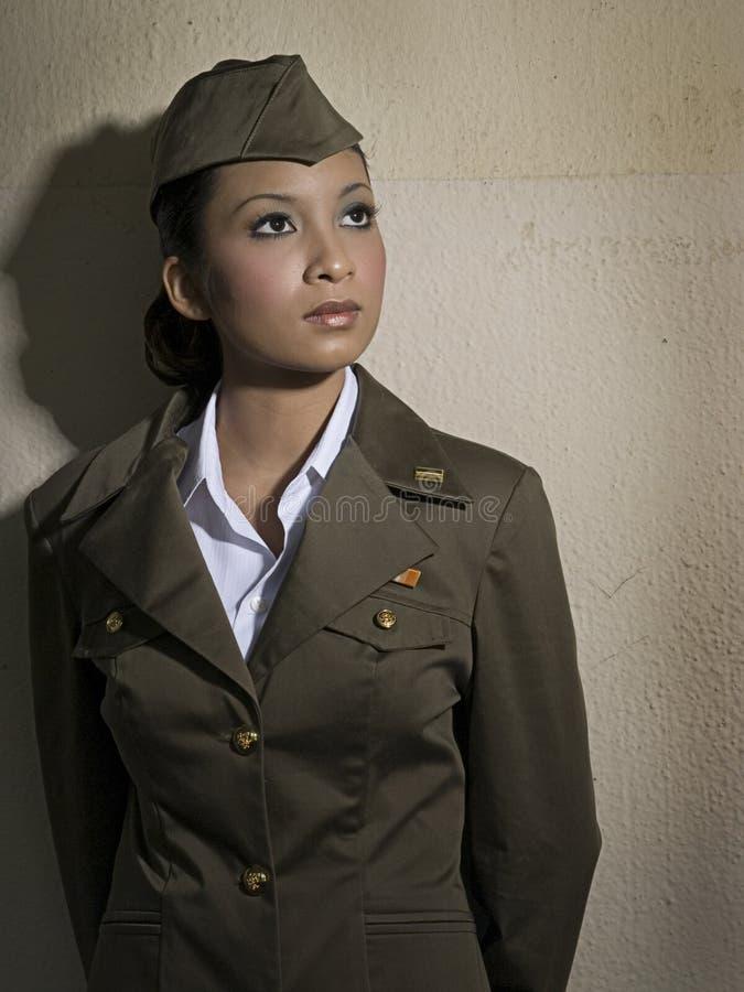 armékvinnligpersonaler arkivfoton