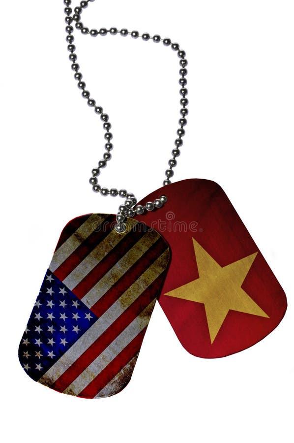 Armélegitimationetiketter med flaggor av USA och Veitnam royaltyfri foto