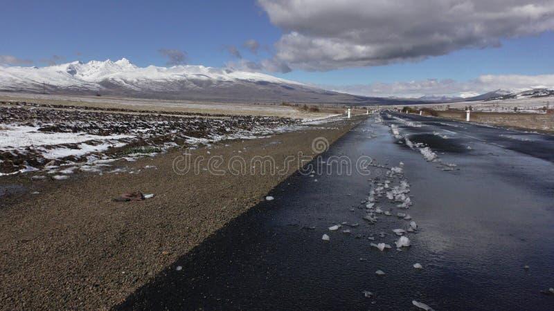 arménia Roadscape da província de Aragatsotn com montanha de Aragats imagem de stock