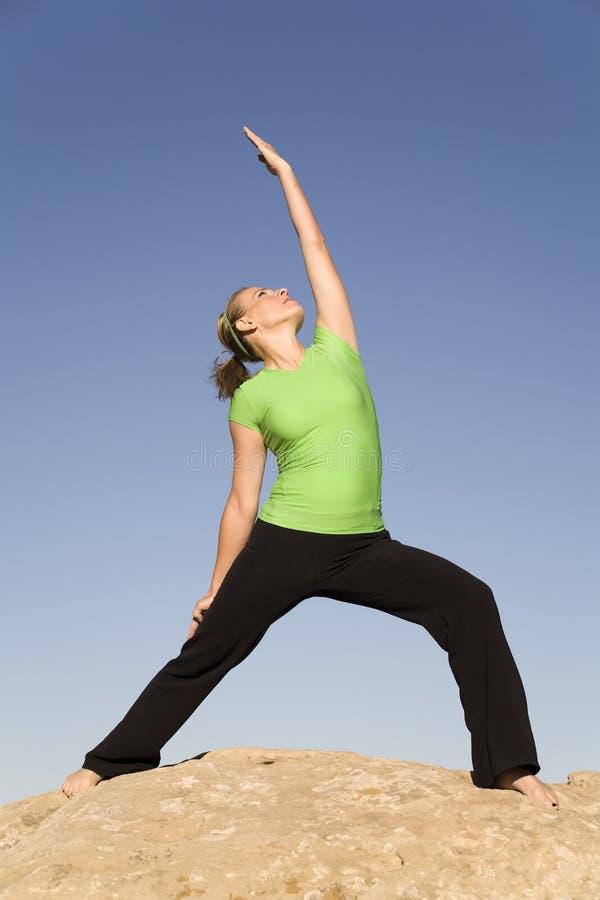 Arm der Yogafrau eine oben stockbilder