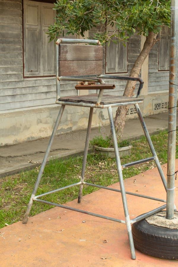 Armação de aço de madeira das cadeiras imagem de stock royalty free