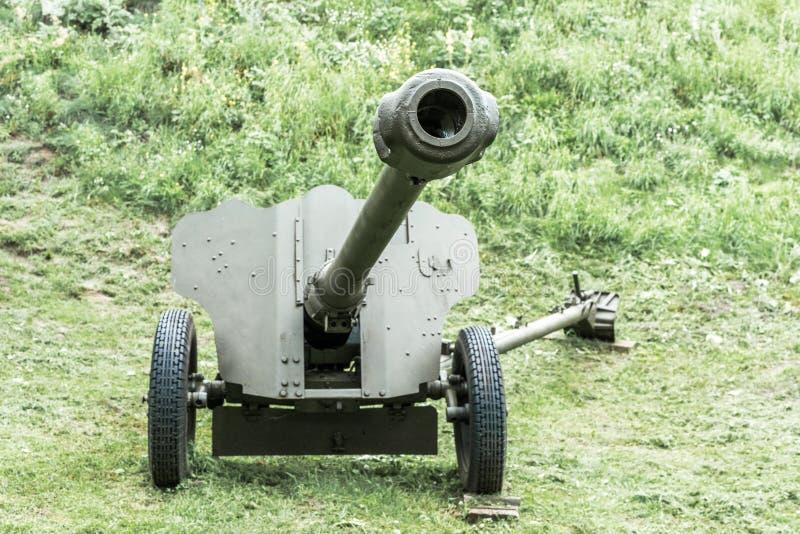 Arma antitanques de la artillería soviética vieja de la edad de la Segunda Guerra Mundial imagenes de archivo