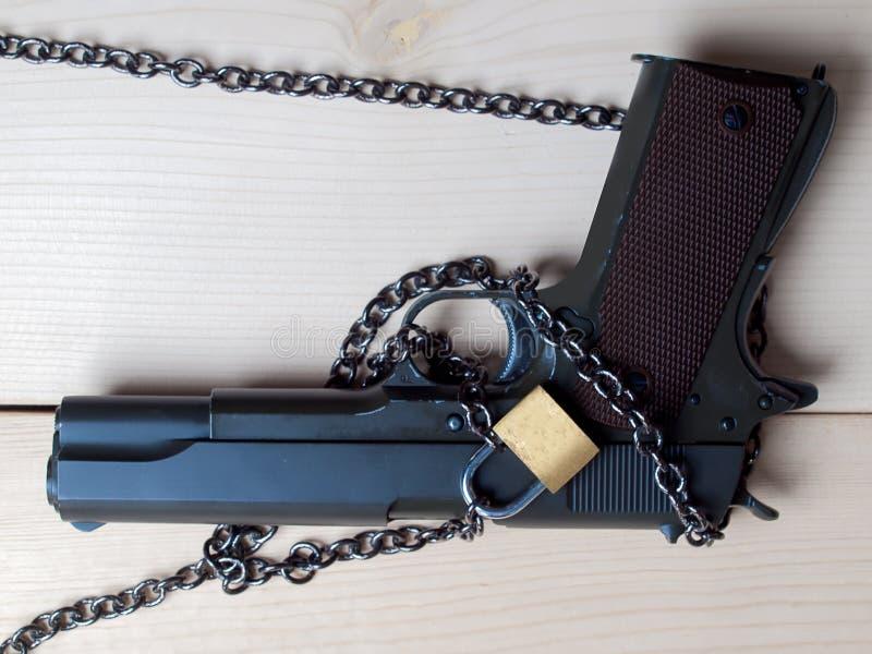 Arma, armas para la protección fotos de archivo libres de regalías
