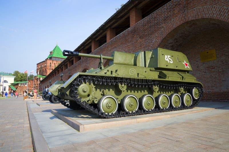 Arma automotor SU-76 en la exposición del equipo militar en el Kremlin en Nizhny Novgorod foto de archivo