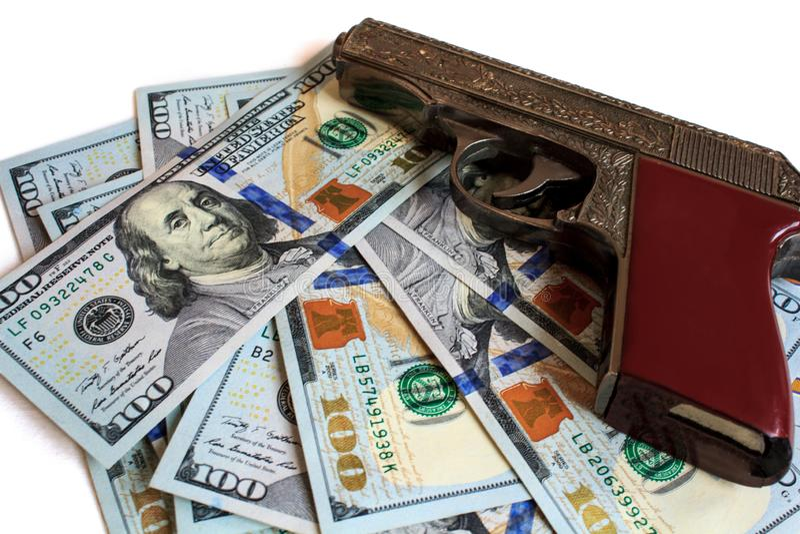 Arma, concepto, dinero, dólar, criminal, negocio, fondo, moneda, guerra, arma, crimen, finanzas, riqueza, efectivo, policía, mata fotos de archivo