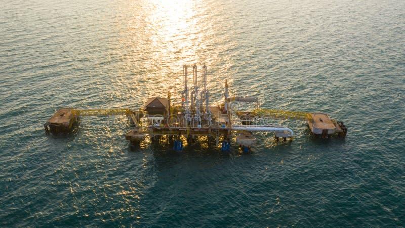 Arma de carga marina en la transferencia de plataforma de todos los fluidos petroquímicos de petróleo y gas y licuados entre buqu foto de archivo libre de regalías