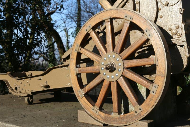 Arma de madera de la rueda de la Primera Guerra Mundial en el museo en Italia imágenes de archivo libres de regalías