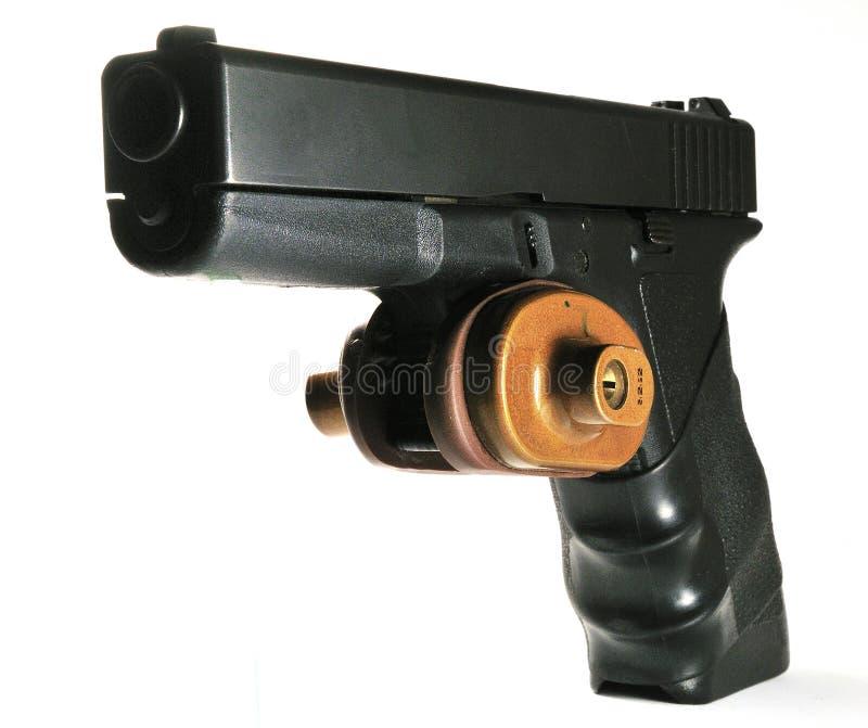Arma de mano semiautomática con el bloqueo del disparador imagen de archivo