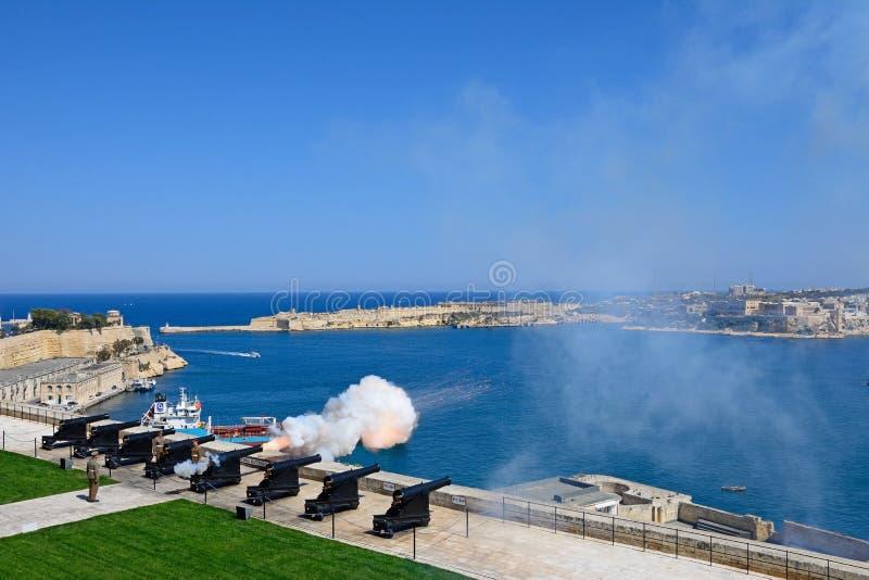 A arma do meio-dia, Malta fotos de stock royalty free