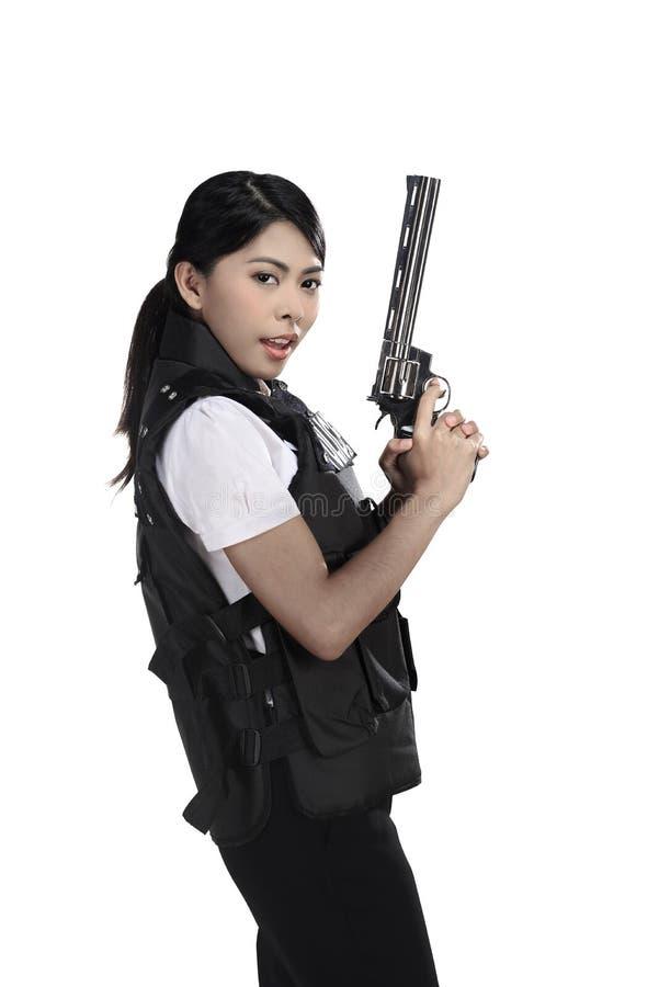 Arma do revólver da posse da mulher da polícia fotos de stock