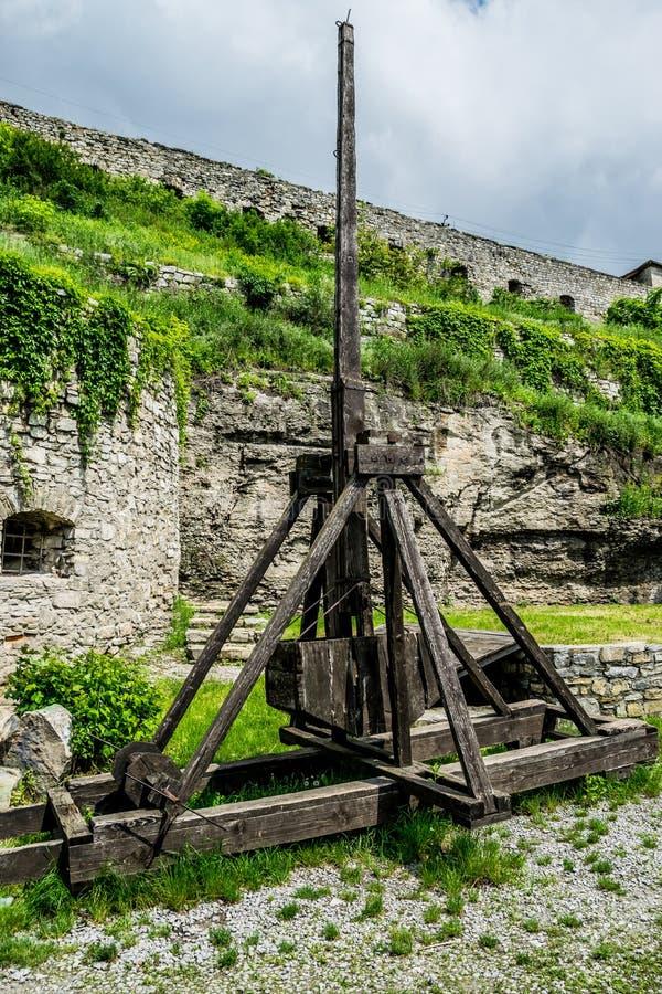 Arma medievale Trebuchet di assediamento fotografie stock libere da diritti