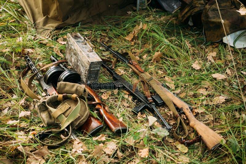 Arma militare russa tedesca e sovietica delle munizioni del mondo Wa immagini stock