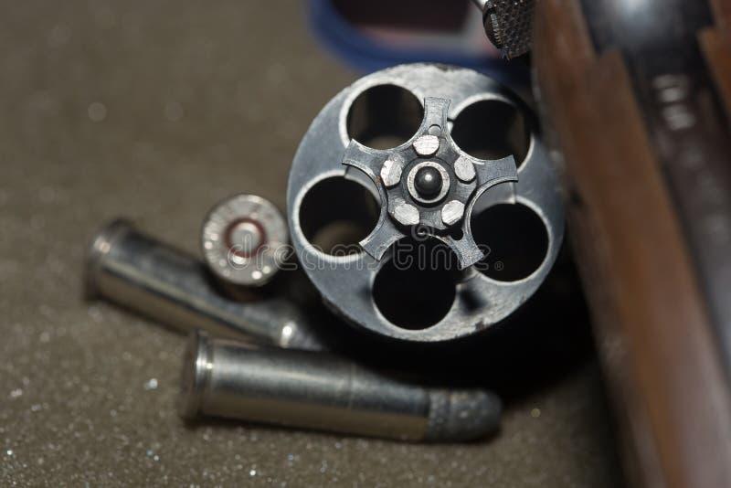 Arma preta do revólver das armas de fogo fotos de stock