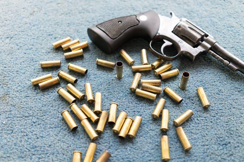Arma velha do revólver imagem de stock