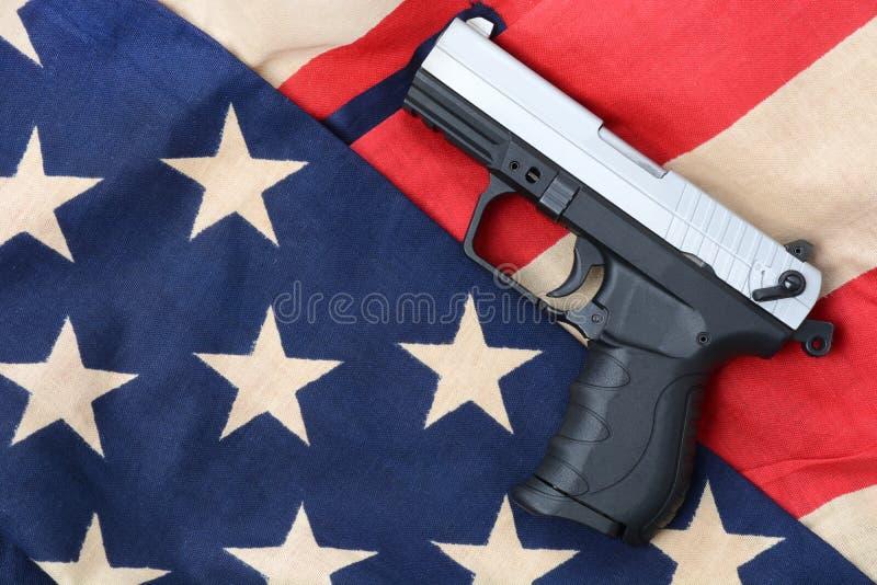 Arma y bandera fotografía de archivo