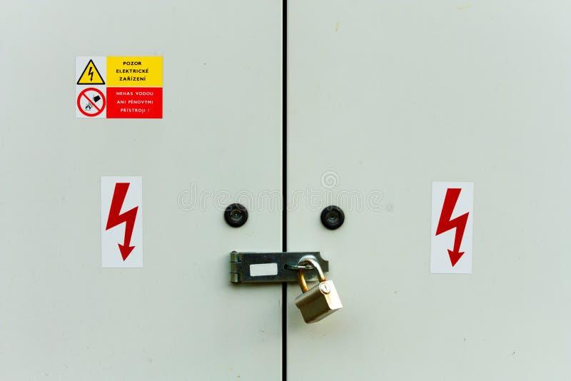 Armadietto elettrico immagini stock libere da diritti