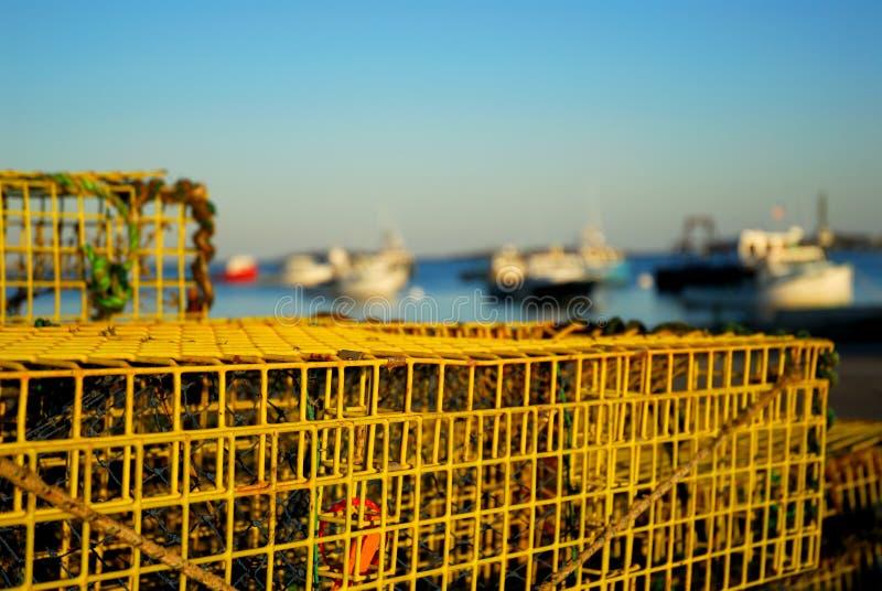 Armadilhas da lagosta e barcos de pesca imagens de stock royalty free